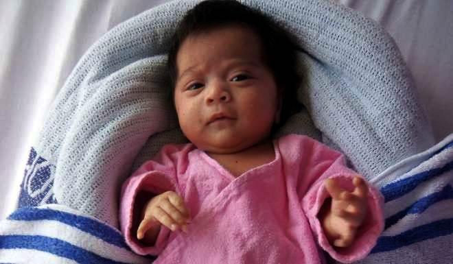 bayi perempuan panjang 50cm berat 4kg ditinggal di queen elizabeth hospital