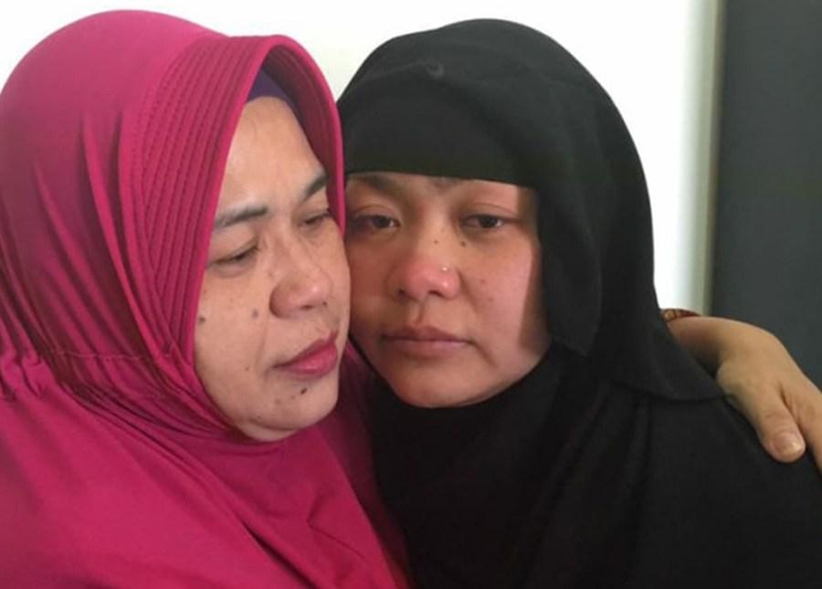 Tuti Tursilawati (kanan) saat pertemuan terakhir dengan ibundanya di Arab Saudi, April 2018. FOTO/Dokumentasi Kementerian Luar Negeri RI.