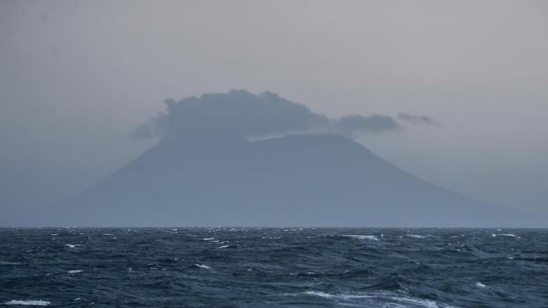 Gunung Anak Krakatau pada 27 Desember 2018 (Foto: ANTARA FOTO/Muhammad Adimaja)
