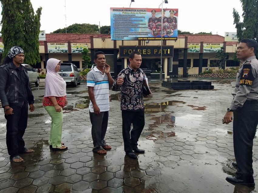 Warni dan Parno melaporkan kasusnya ke Mapolres Pati | Alwi Alaydrus/KR Jogja