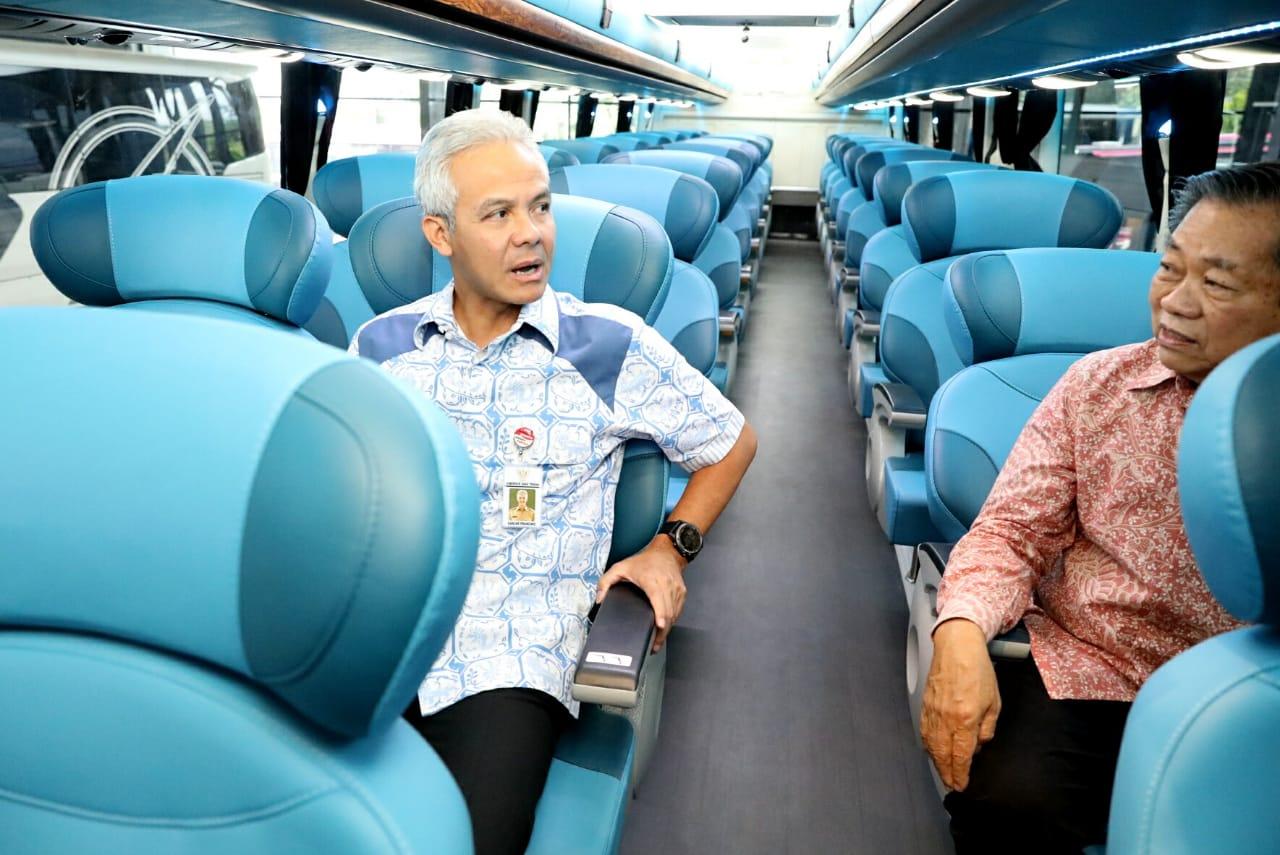 Gubernur Jawa Tengah Ganjar Pranowo Melepas Ekspor Bis Buatan Semarang (Foto Humas Pemprov Jateng)
