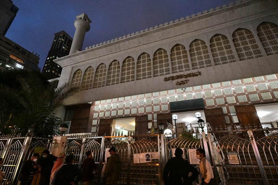 Feature Image Kedatangan Seorang Positif Corona, Masjid TST Ditutup Total (Foto Sing Tao)