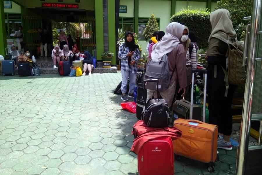 Feature Image Tour ke Bali, 320 Pelajar SMA di Madiun Berstatus Orang Dengan Resiko (ODR) Corona (Foto IDN Times)