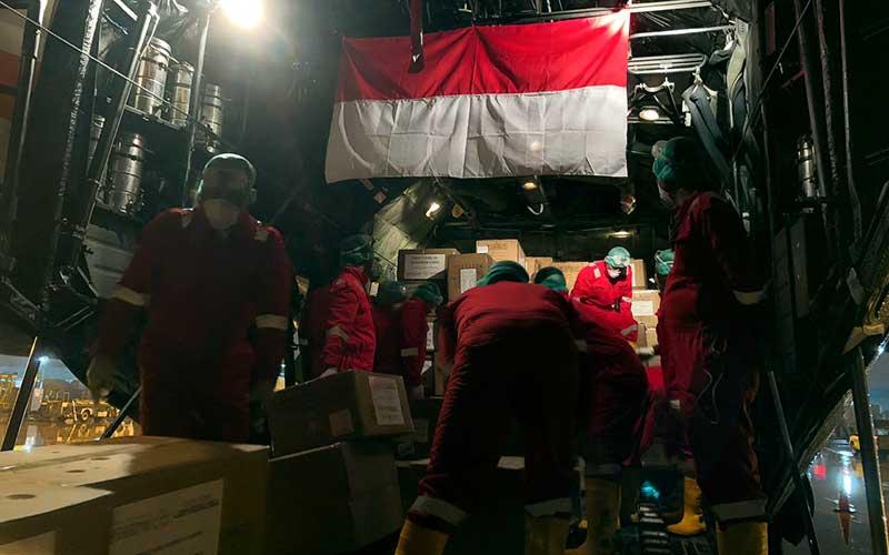Feature Image Pasokan Sembilan Ton Alkes dari China Untuk Penanganan Corona Mendarat di Halim Perdana Kusuma (Foto Antara)