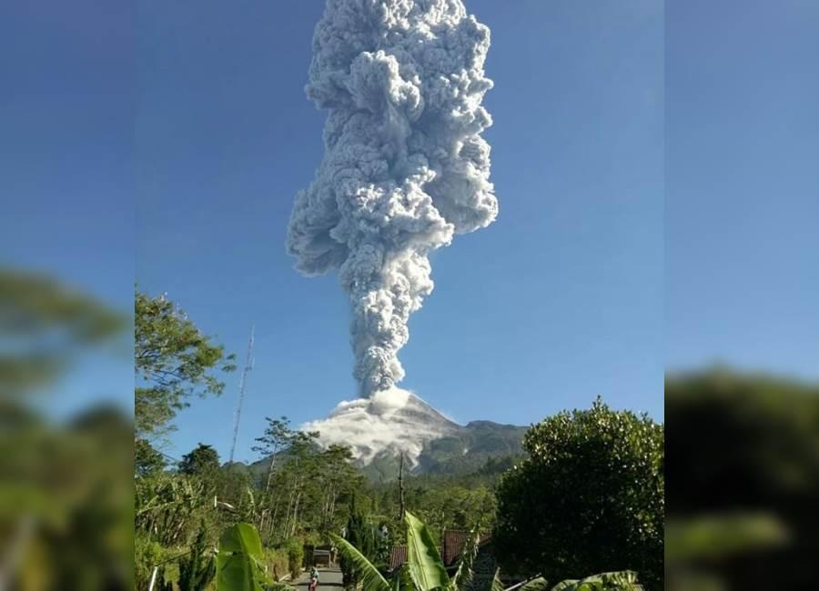 Feature Image Jam Sembilan Pagi, Gunung Merapi Kembali Alami Erupsi, Letusan Setinggi 3 Km (foto Istimewa)