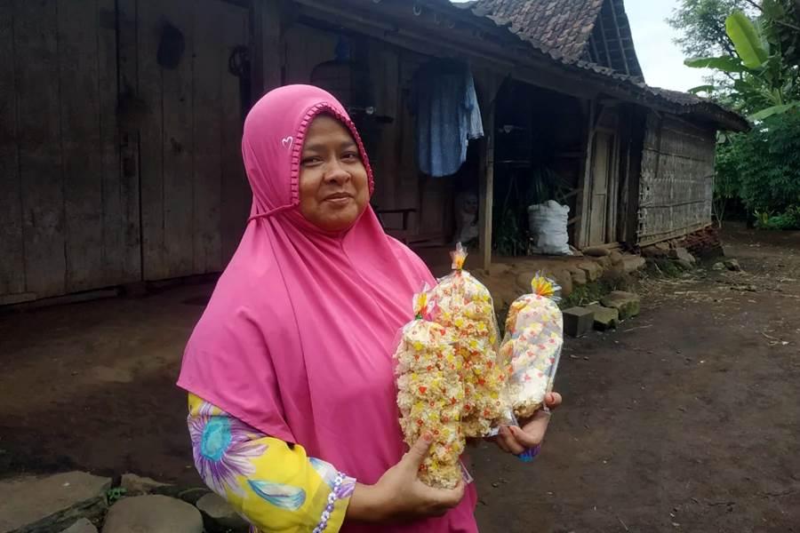Winarmi (43) warga Desa Payungan, Kecamatan Kaliwungu, Kabupaten Semarang penerima manfaat Sahabat UMI ACT (Foto Istimewa)