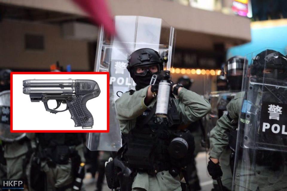FEATURE IMAGE Kendalikan Pengunjuk Rasa, Polisi Hong Kong Gunakan Senjata yang Bisa Membuat Buta Selama 45 Menit (Foto HKFP)