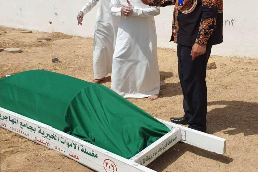 Jenazah SMA, PMI Asal Blora yang meninggal dunia dan dimakamkan di Jeddah Arab Saudi (Foto KJRI Jeddah)