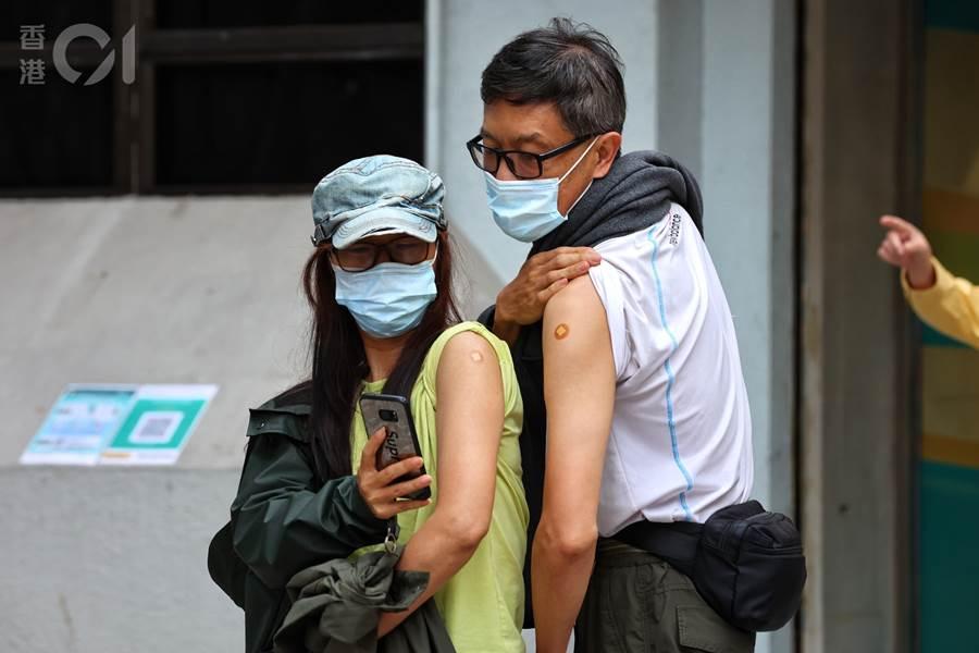 Warga Hong Kong yang sudah mendapatkan Vaksin Covid-19 (Foto HK01)
