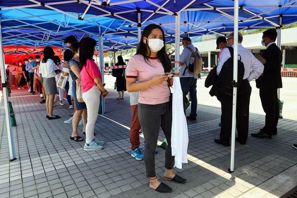 Suasana antrian tes covid di Hong Kong (Foto HK01)