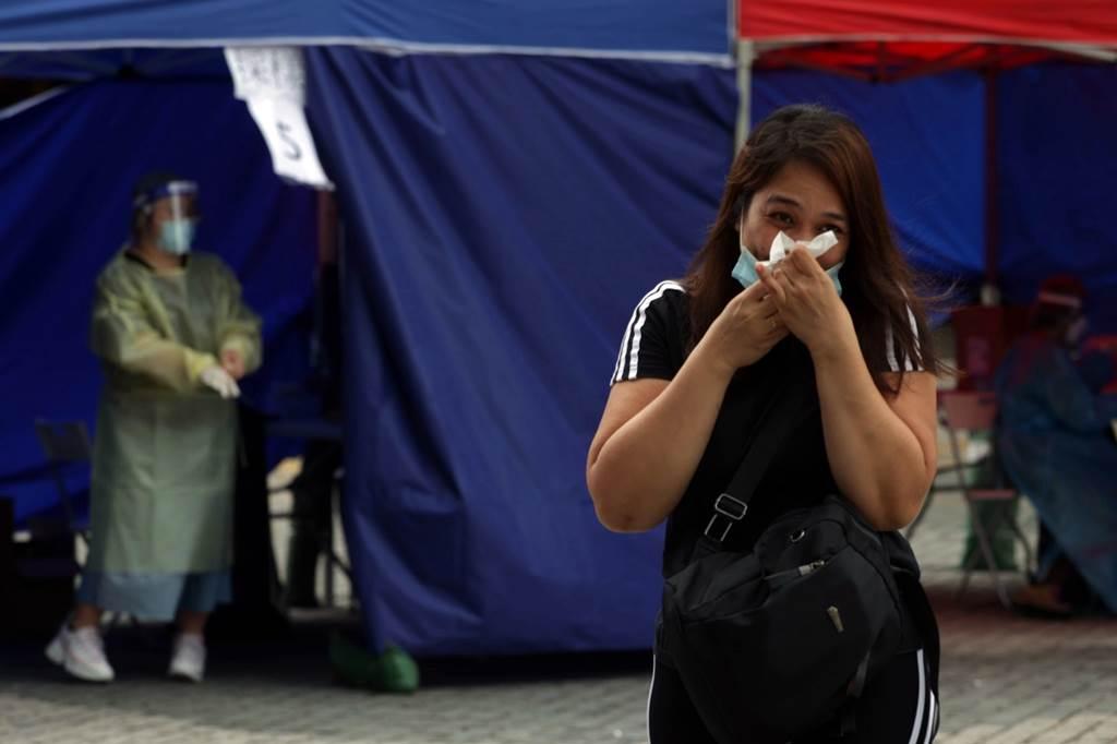 Suasana uji covid untuk PRT asing di Hong Kong (Foto HK01)