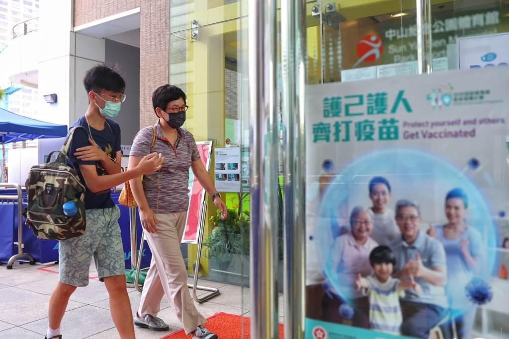 Antusias Warga Hong Kong Mengikuti Vaksinasi Covid-19 (Foto HK01)