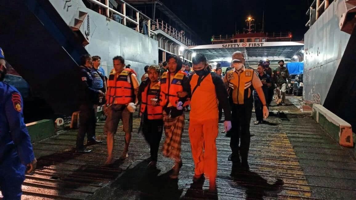 Penumpang KMP Yunicee yang berhasil dievakuasi (Foto Ngopi Bareng ID)