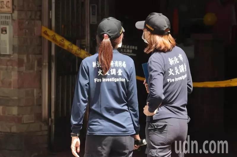 Investigator Kebakaran sedang melakukan investigasi di TKP (Foto UDN)