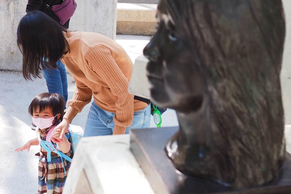 PRT Asing di Hong Kong membawa anak asuhannya (Foto Istimewa)