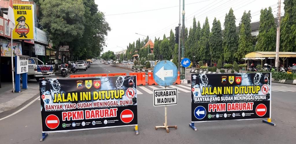 Penutupan ruas jalan utama di Kota Sragen selama PPKM Darurat (Foto Joglo Semar News)