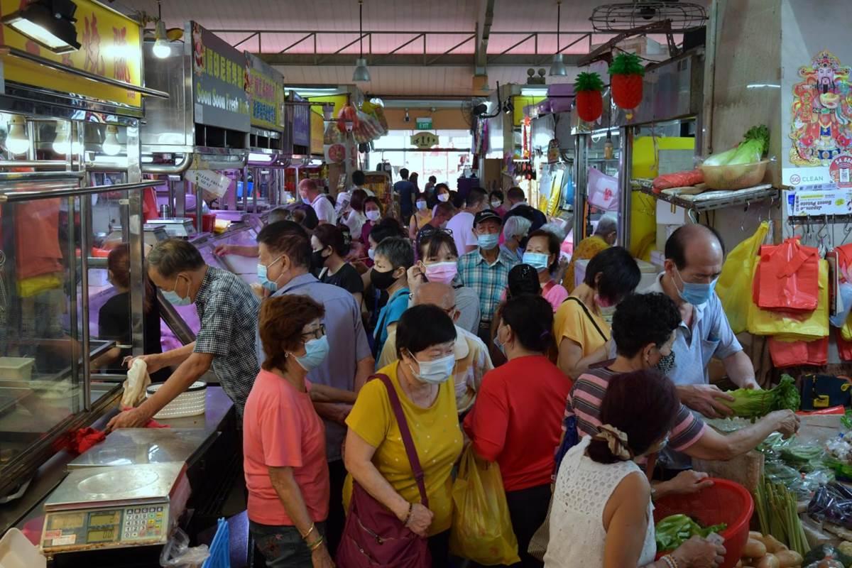 Aktivitas Pasar basah di Bukit Merah View Market di Singapura (Foto Straits Times)