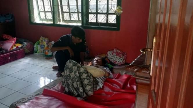 Lesi Kulsum, calon PMI asal Cianjur yang alami kecelakaan saat menuju penampungan hingga mengakibatkan kelumpuhan dan hilang ingatan (foto tvOne)