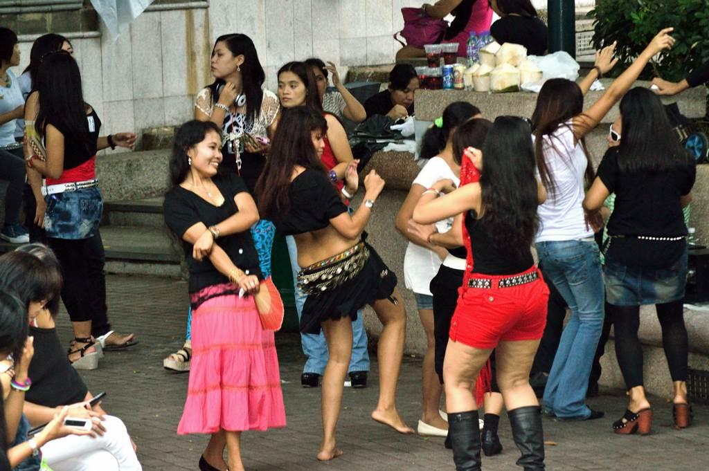 PRT asing di Hong Kong Bergembira ria saat mengisi liburan sebelum pandemi melanda