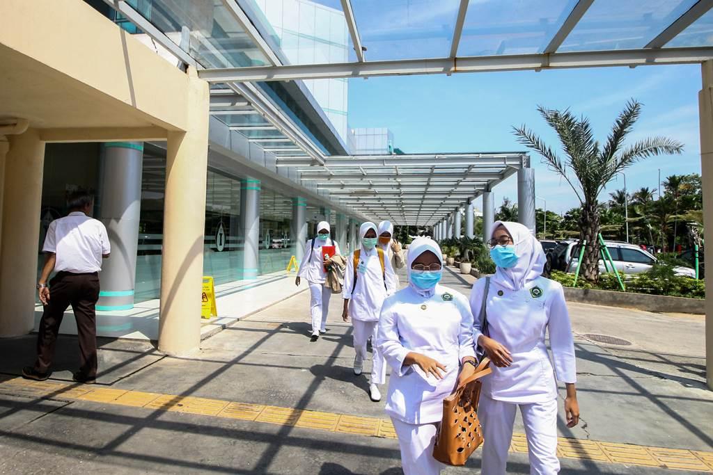 Tenaga kesehatan di tengah suasana pandemi di Indonesia (foto Antara)